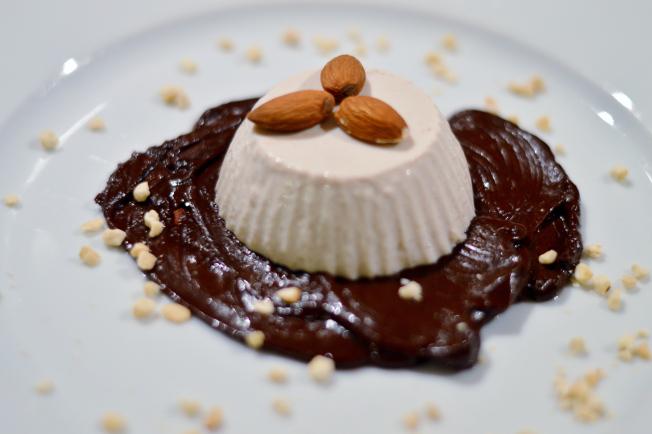 Zimtcreme mit Lebkuchen-Schokoladen-Sauce