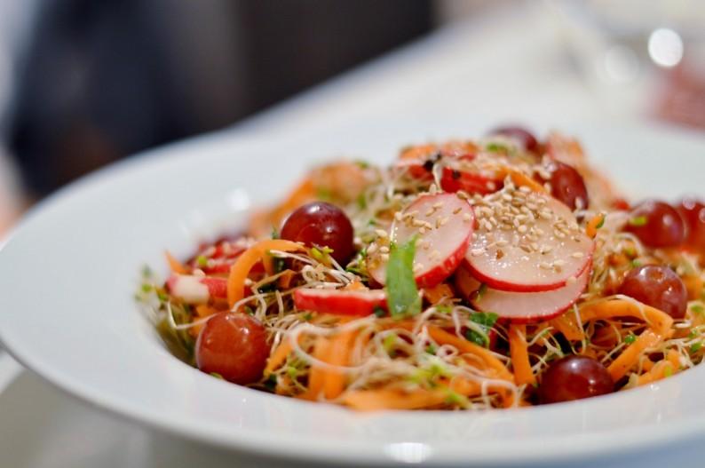 Rohkost Salat Vegan Sprossen Trauben