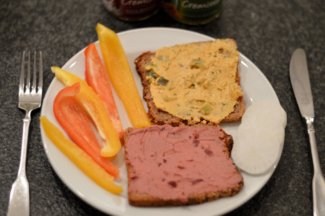 Rote Beete-Meerrettich und Zucchini-Curry Aufstrich