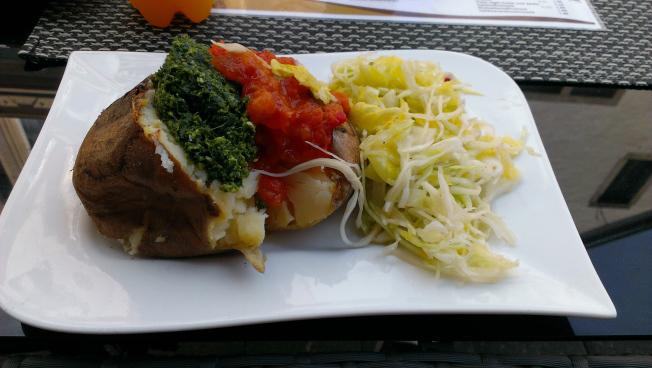 Vegane gefüllte Kartoffel in der Kartoffelbar Detmold