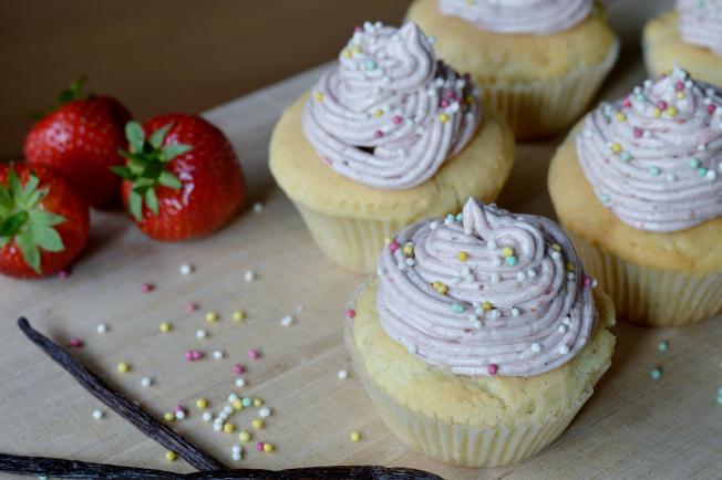 Vegane Erdbeer-Vanille-Cupcakes