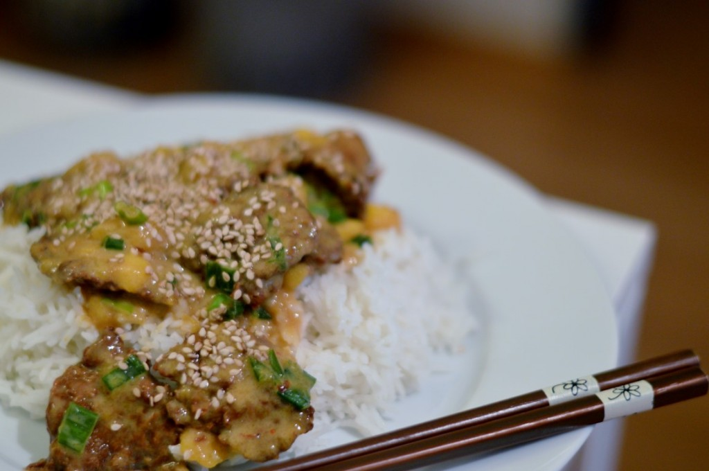 """Reis mit Fake """"Hühnchen süß sauer"""" von alles-vegetarisch. Nicht zu empfehlen!"""