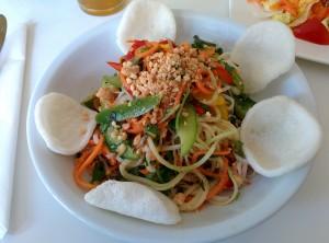 Süd-Aulac Salat mit veganen Krabbenchips, Loving Hut, Hannover