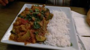 Gemüsecurry mit gedämpftem Basmatireis, Café von & zu, Bonn vegan