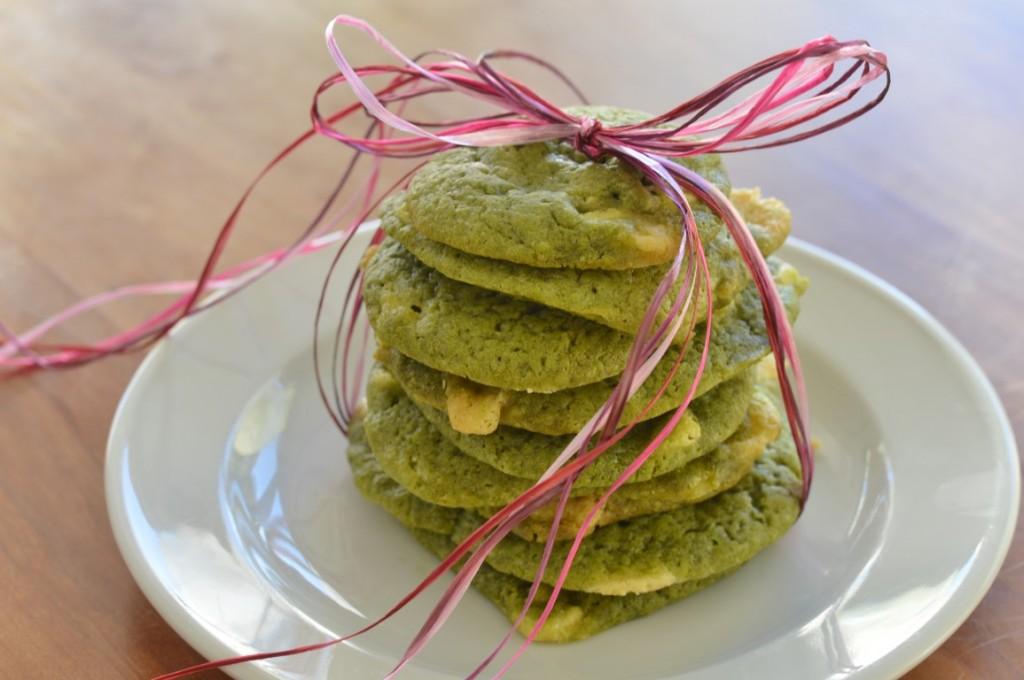 Vegane Matcha Cookies mit weißer Schokolade