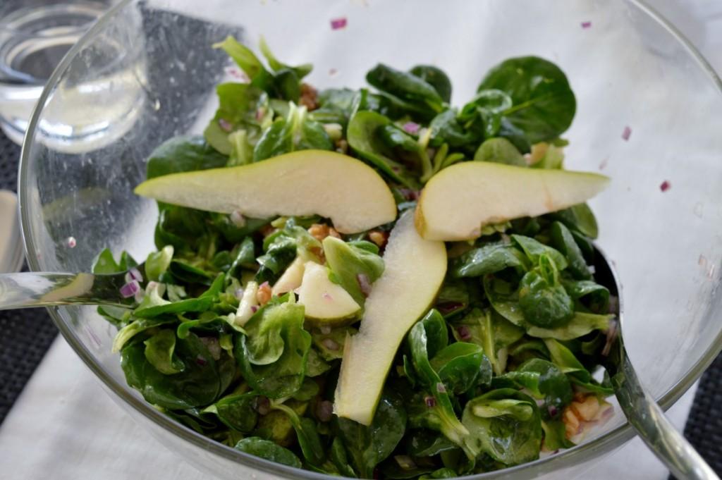 Feldsalat mit Birnen und Walnüssen