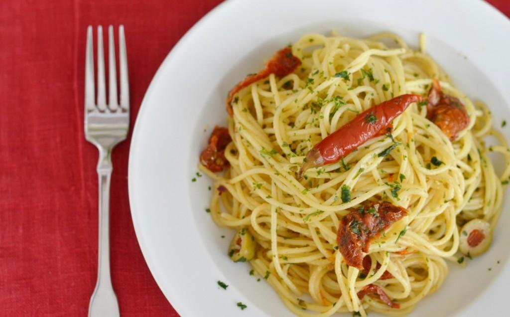 Avilia's Spaghetti aglio e olio vegan getrocknete Tomaten Oliven