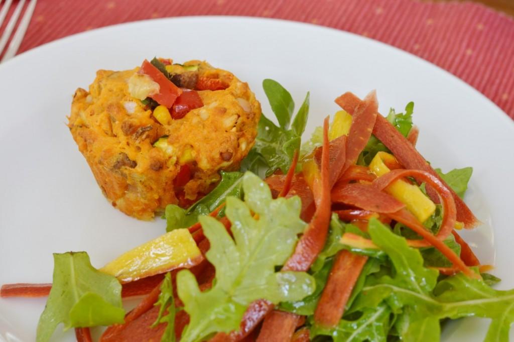 Rezept: Zweierlei Herzhafte Muffins vegan Zucchini Mais Paprika getrocknete Tomaten Kirschtomaten Oliven deftige Muffins Pizzamuffins