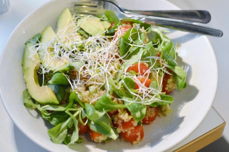 Rezept: Avocado-Tomate-Quinoasalat vegan