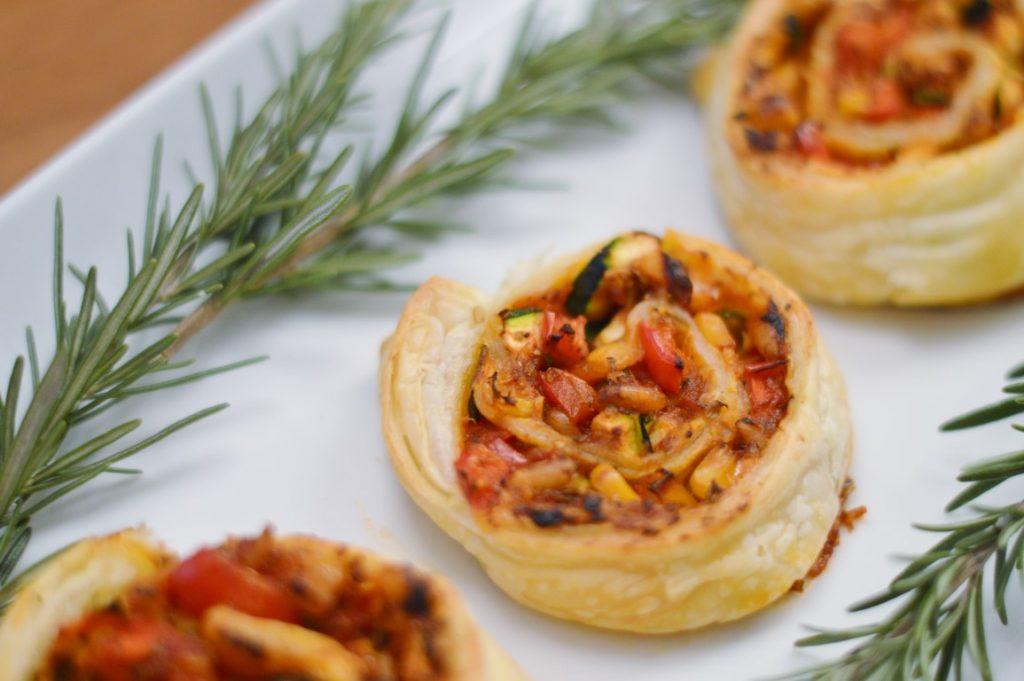 Rezept: Vegane Pizza-Blätterteig-Schnecken, vegane Partysnacks