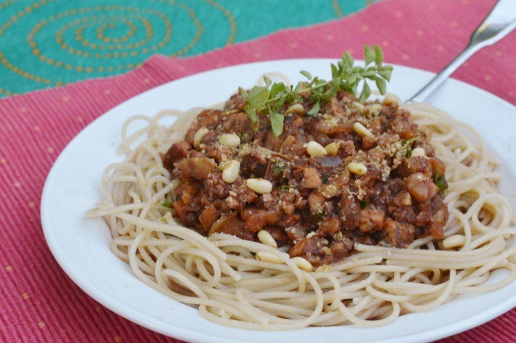 Spaghetti Walnuss Pilze Bolognese Rezept (vegan, vegetarisch, ohne Soja, ohne Tofu)